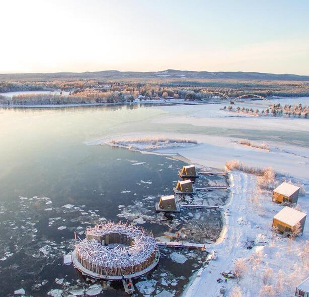 Плавучий отель Arctic Bath